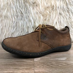 Born brown leather sneaker distressed 8 lace up